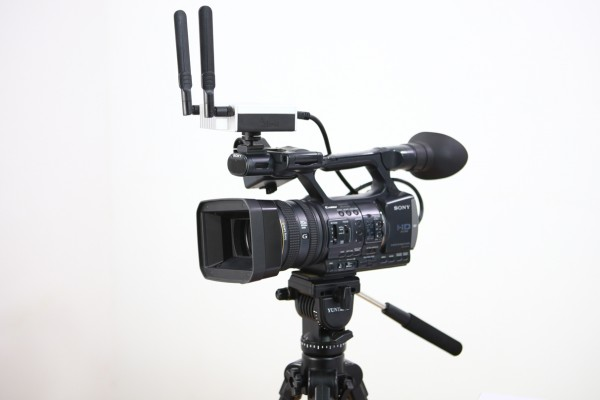 lrAC6151-Transmitter-on-Sony-Camera