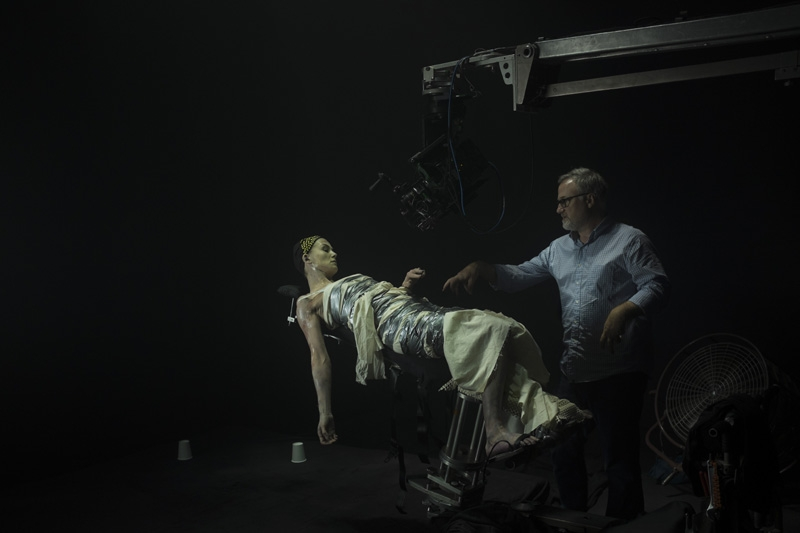 Fincher directing Rosalinda Pike on the set of 'Gone Girl' (image: Empire)