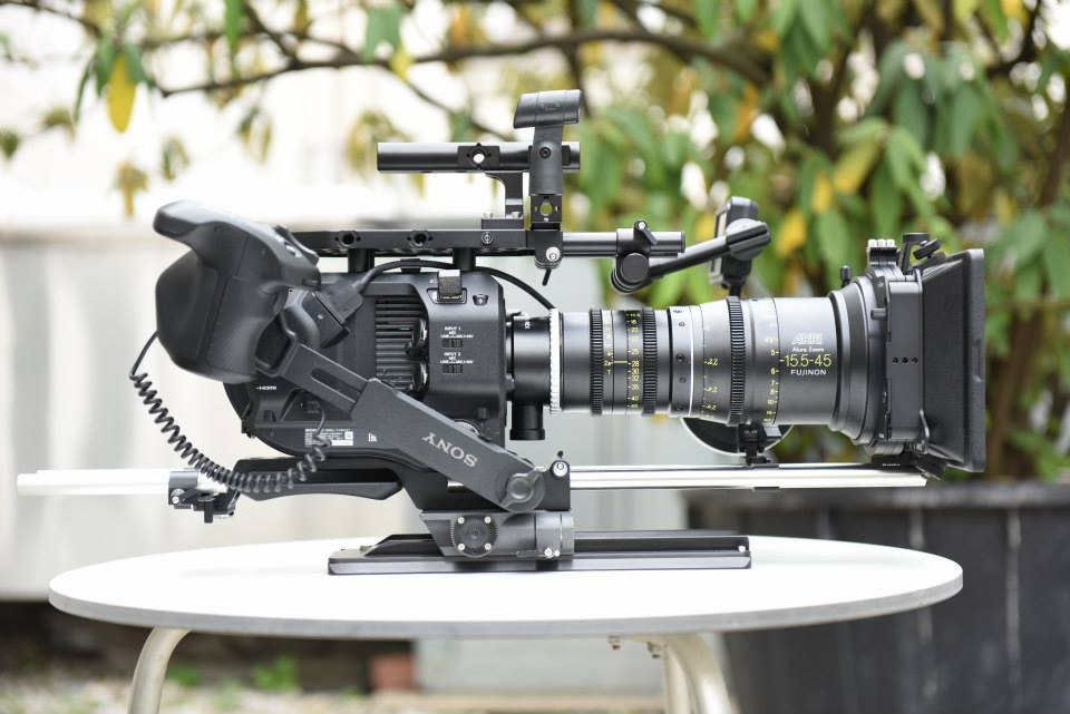 A 360° rotation of the Sony FS7 handgrip is possible when using with the ARRI PCA adapter plate for the FS7.