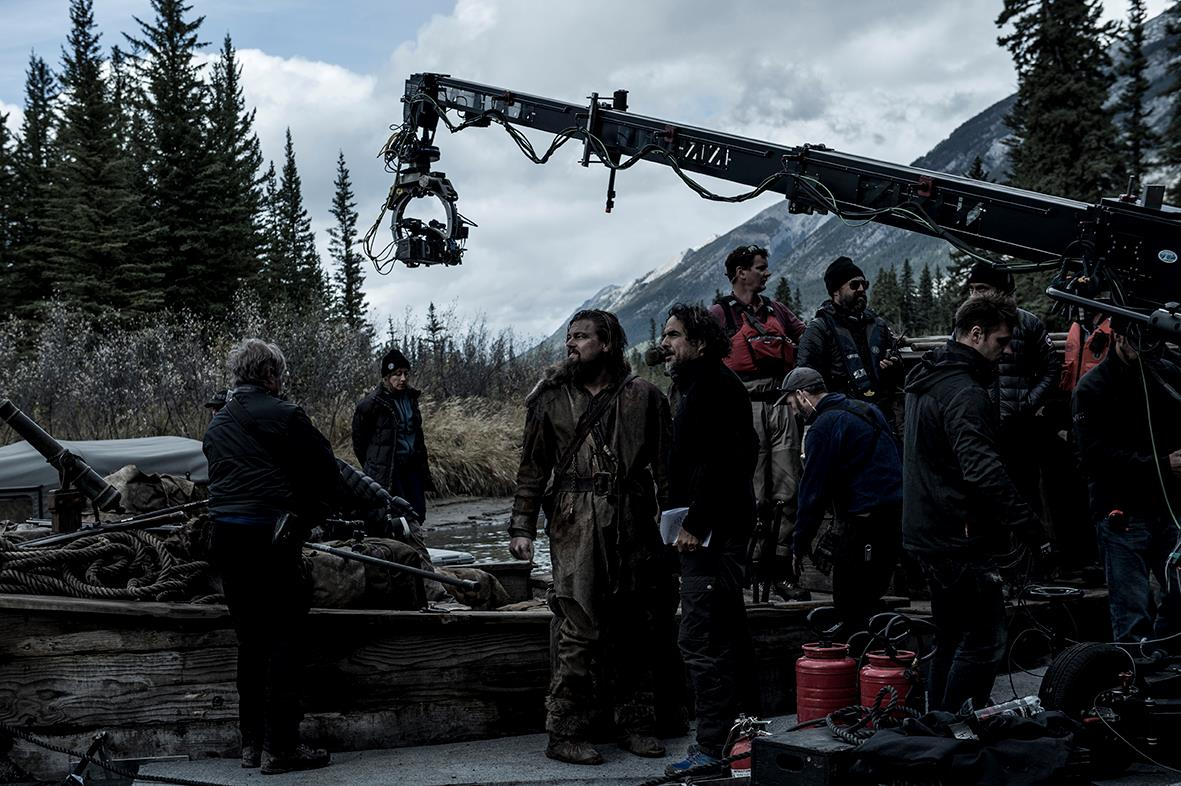 Alejandro Iñárritu directing Leo DiCaprio on the set of 'The Revenant' (image: 20th Century Fox).
