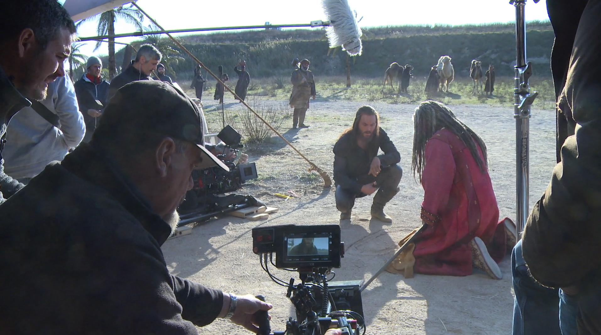 Judah Ben Hur (Jack Huston) makes plans with Sheik Ilderim (Morgan Freeman).