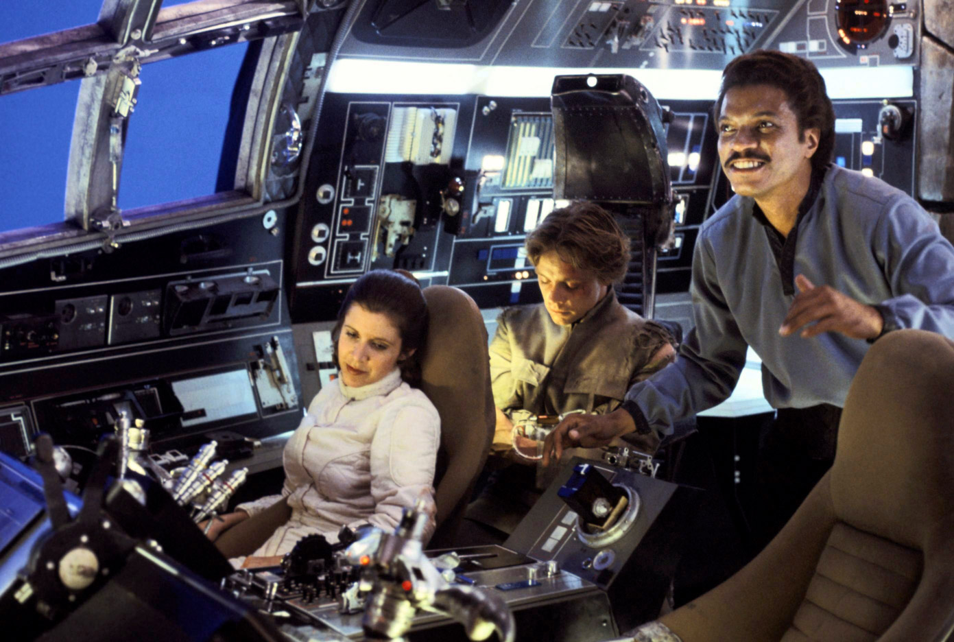 The cockpit of the Millennium Falcon with Princess Leia (Carrie Fisher), Luke Skywalker (Mark Hamill) and Lando Calrissian (Billy Dee Williams), (image: LucasFilm).