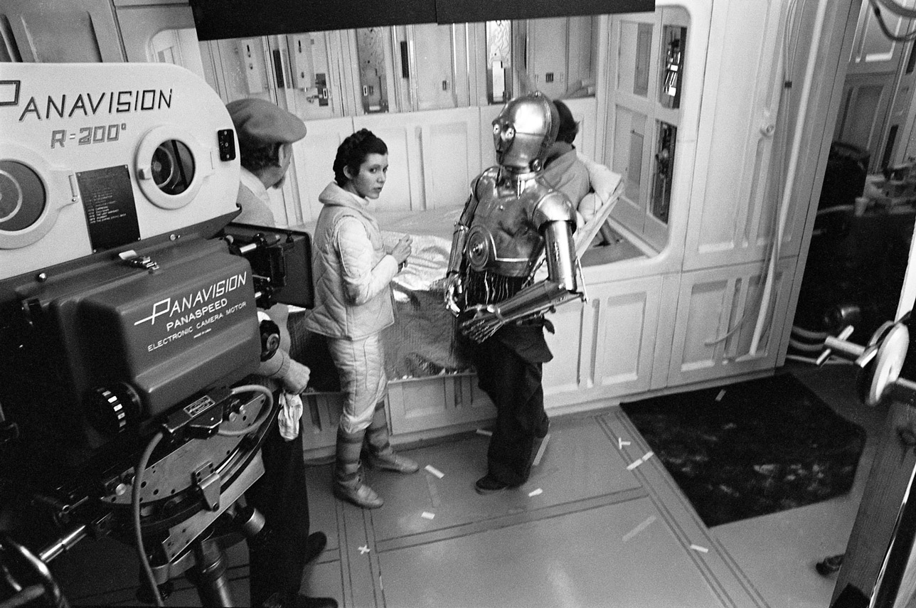 Empire Strikes Back director Irvin Kirshner chatting with Princess Leia (Carrie Fisher) and C3PO (Anthony Daniels), (image: LucasFilm).